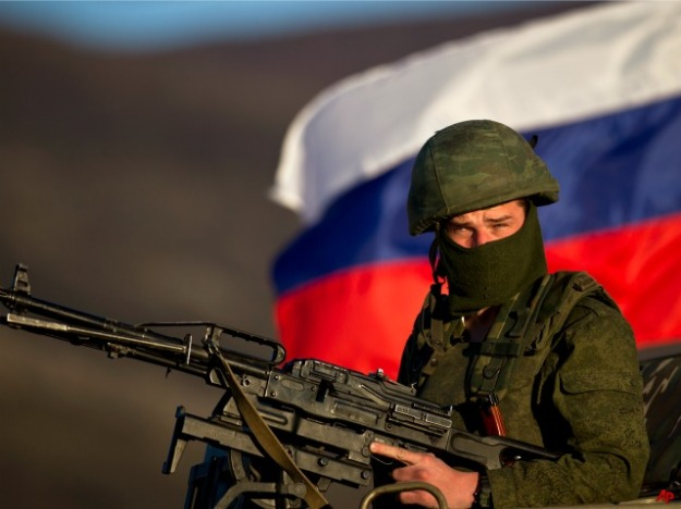 russian-soldier-machine-gun-AP